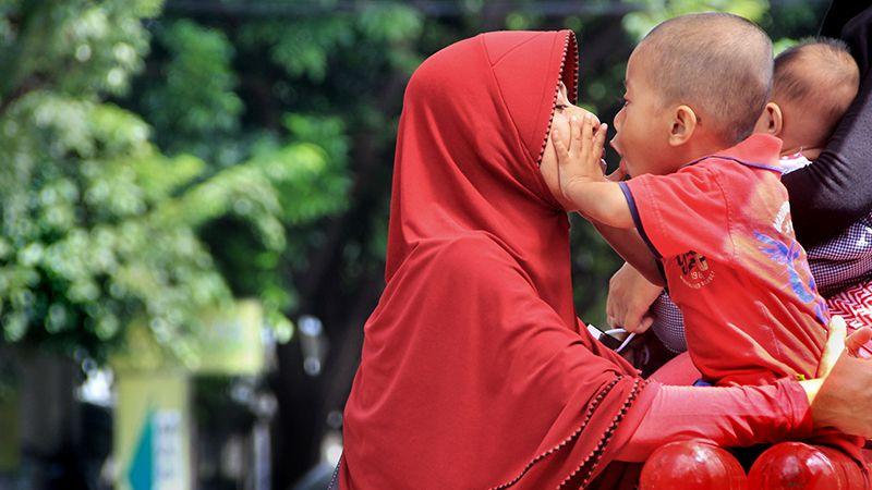 Sejarah Hari Ibu di Indonesia - Ibu dan Anak