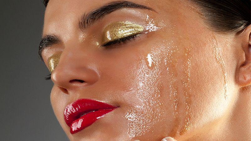 Cara membersihkan wajah berminyak - Make up tebal