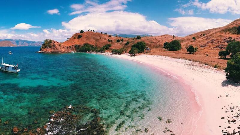 Pantai Terindah di Indonesia - Pink Beach Komodo